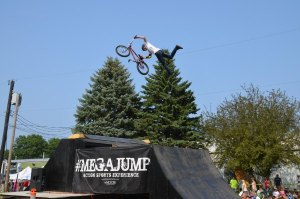 #Megajump preformance of Superman on BMX Bike at Washington County Fair